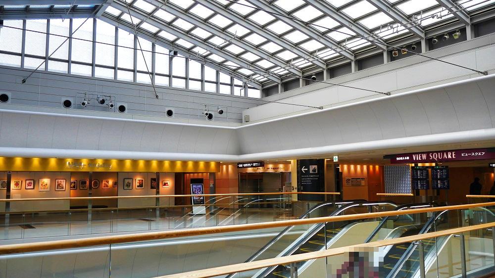 NAAアートギャラリーは第1ターミナル5Fビュースクエア入口付近にあります。