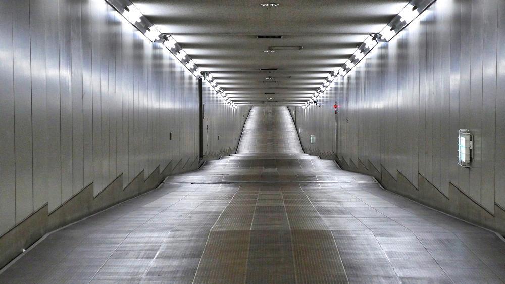 東成田駅から第2ターミナルまでの連絡通路、入り口付近