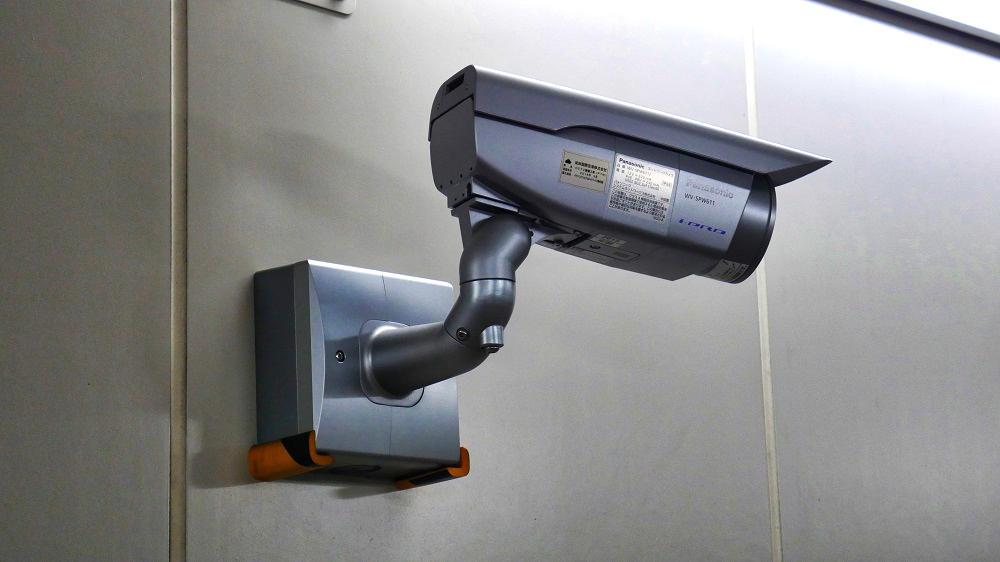 東成田駅から第2ターミナルまでの連絡通路に設置してある監視カメラ
