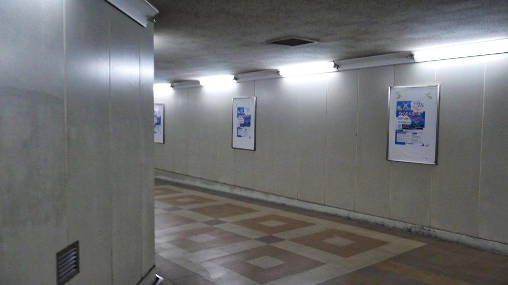 東成田駅から第2ターミナルまでの連絡通路の曲がり角