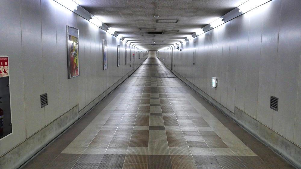 東成田駅から第2ターミナルまでの連絡通路、中間部