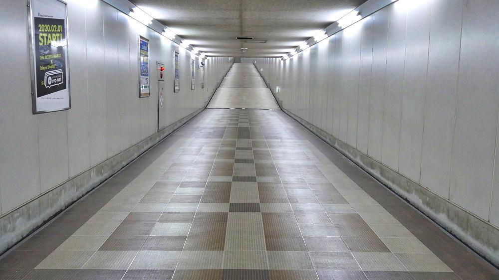 東成田駅から第2ターミナルまでの連絡通路、終盤