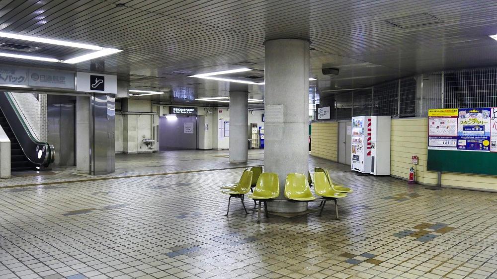 東成田駅のロビー
