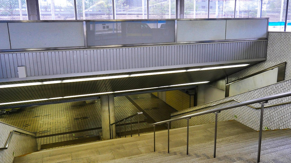 東成田駅の階段