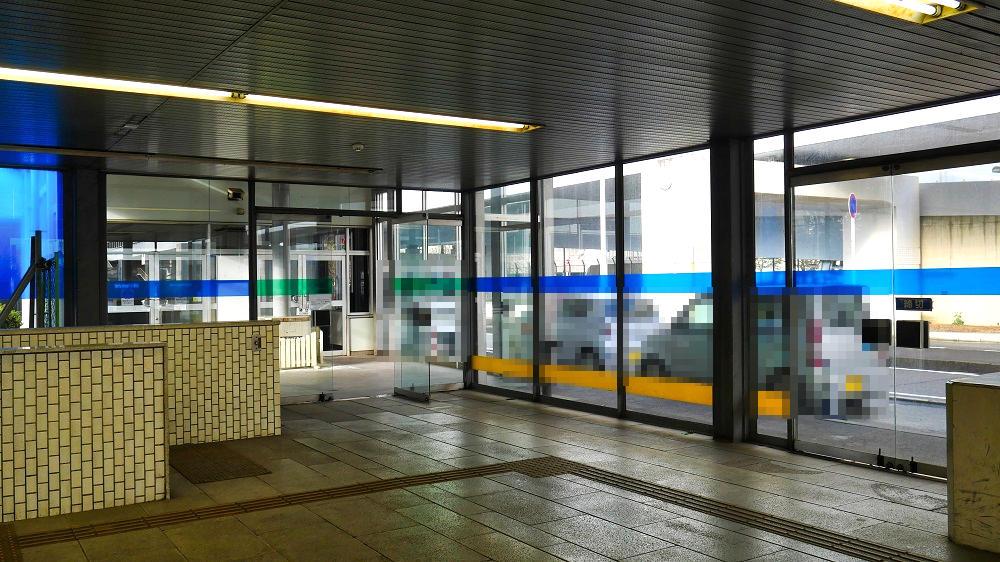東成田駅、地上出口