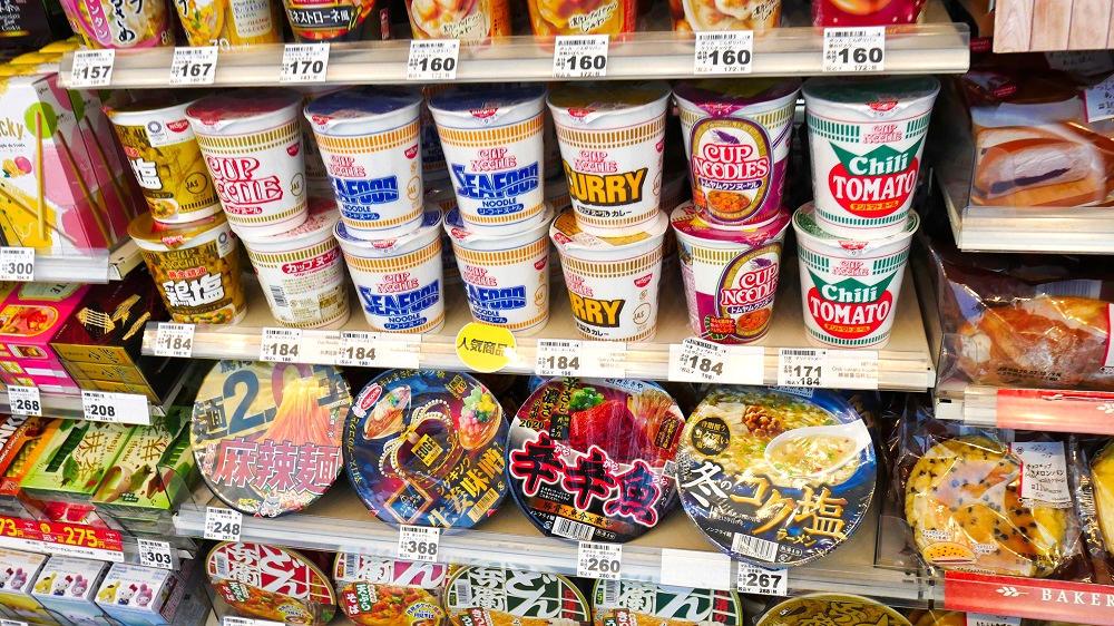第1ターミナル1F「ミニストップ」でもカップ麺は普通に販売中