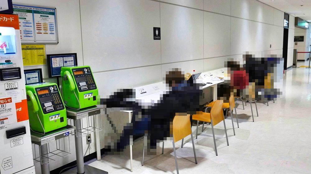 第2ターミナル2Fの無料電源スポット