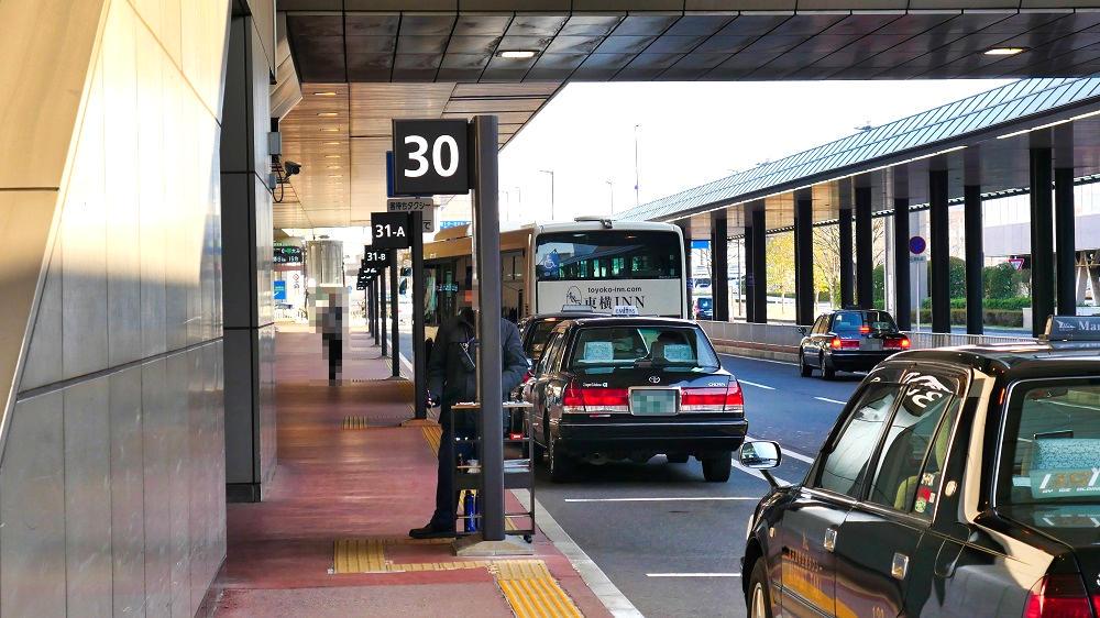 第2ターミナルのタクシー乗り場は、【31-A番】と【30番】
