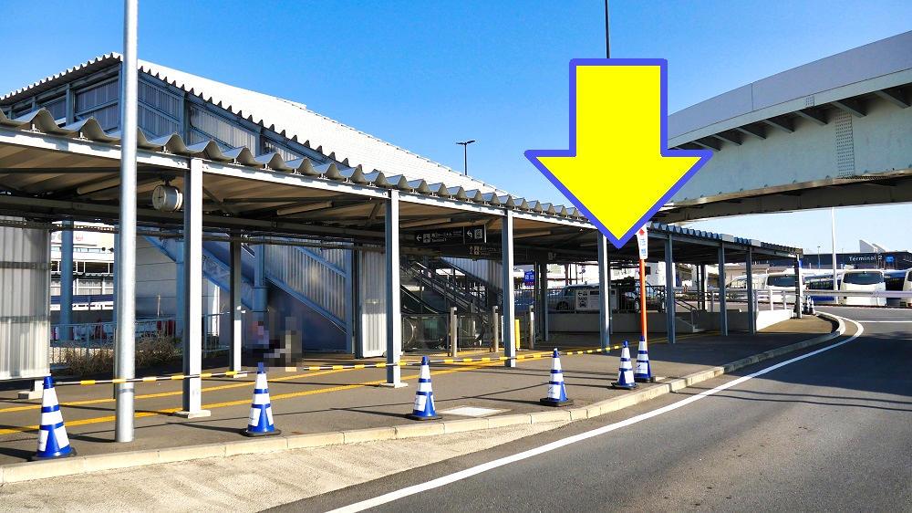 第3ターミナルのタクシー乗り場は無料ターミナルバス乗り場からの連絡口横にあります。