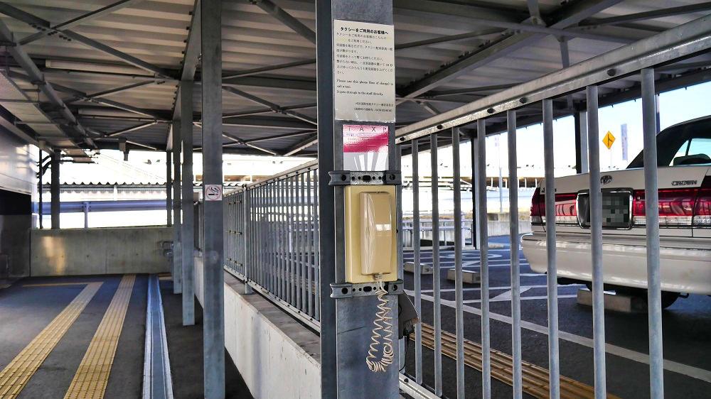 第3ターミナルのタクシー乗り場のタクシー呼び出し用無料電話