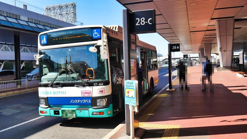 第2ターミナル【28番】停留所はA~Cが並んでいます