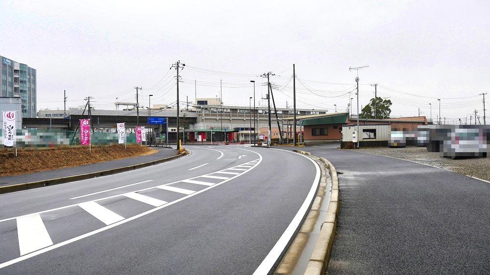 芝山鉄道利用者駐車場の入口から見た芝山千代田駅