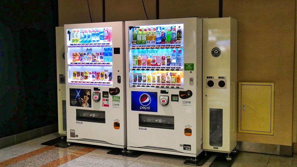 第1ターミナルB1Fスターバックス横の自動販売機