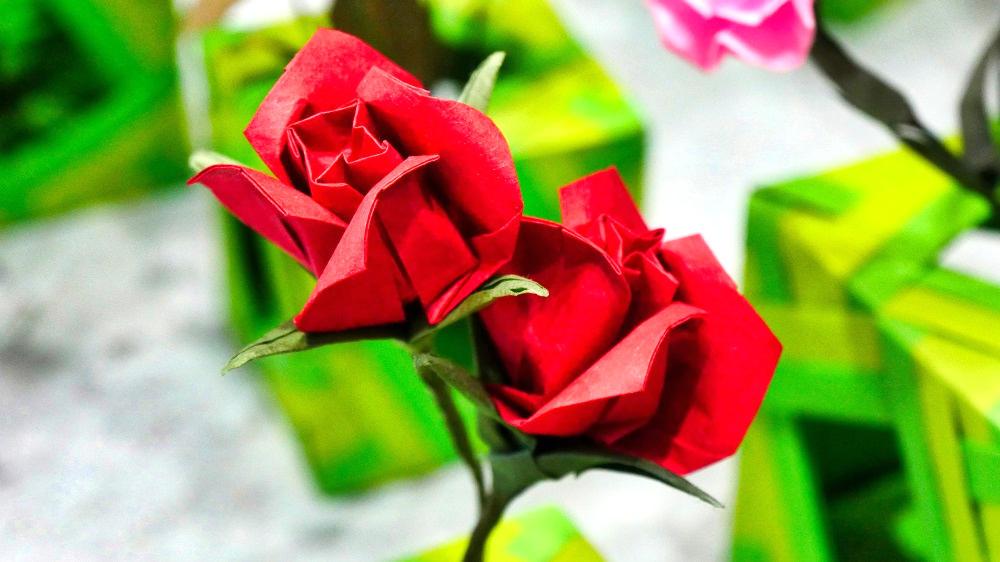 薔薇の花が折り紙で再現されています!