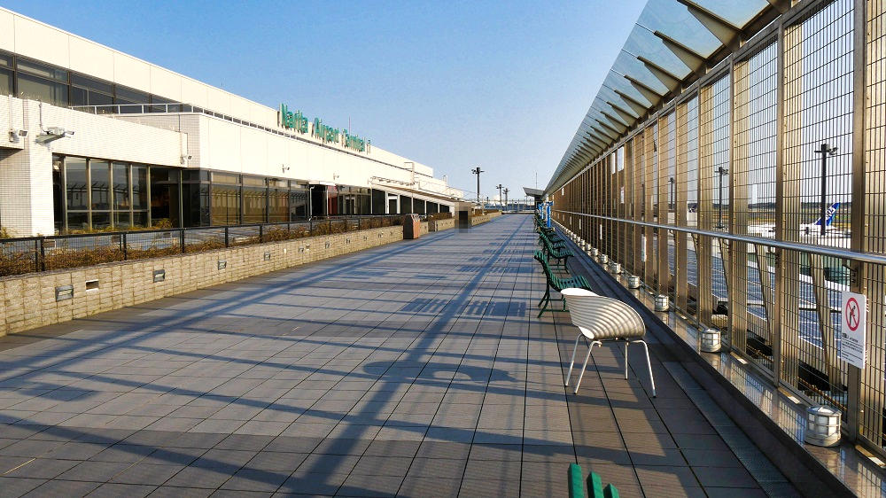 第1ターミナル屋上の『展望デッキ』は屋上スペースも広い!