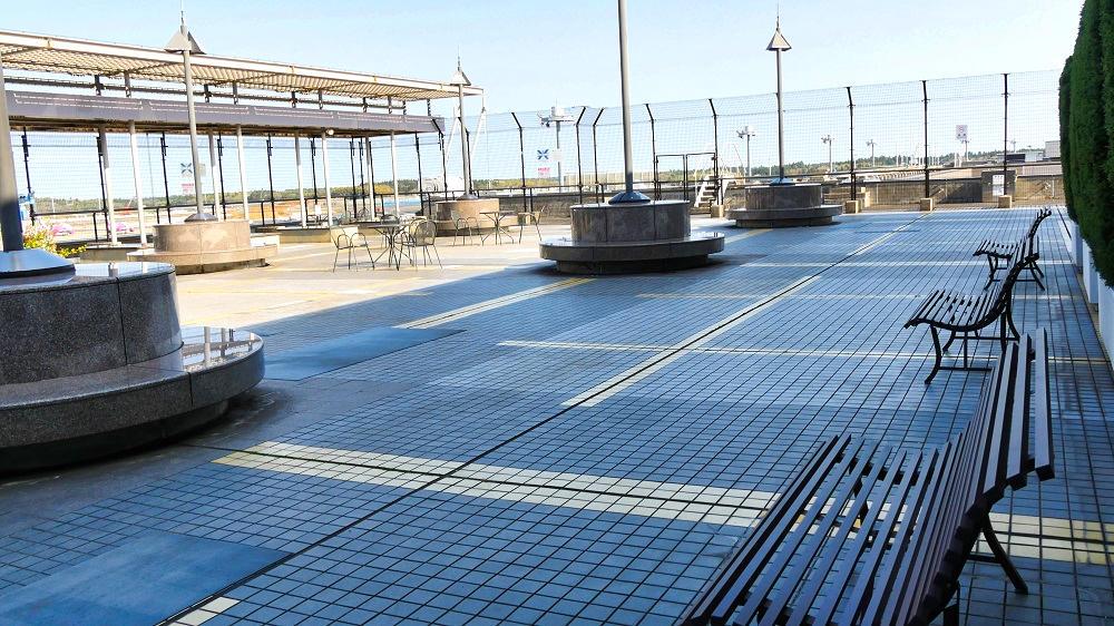 第2ターミナル『見学デッキ』は南北が分離している分、スペース的には小さ目です。