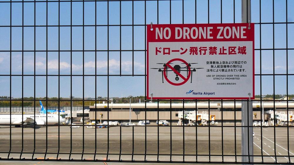 第2ターミナル『見学デッキ』金網にあるカメラ窓